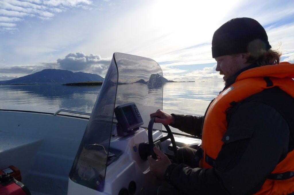 Kystsnekker'n as daglig leder i båt ved Vegaøyan