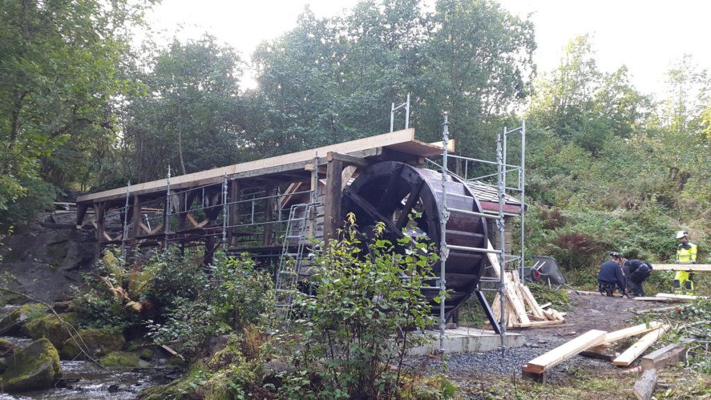 tradisjonelt vannhjul ferdig montert på skjetlein vgs