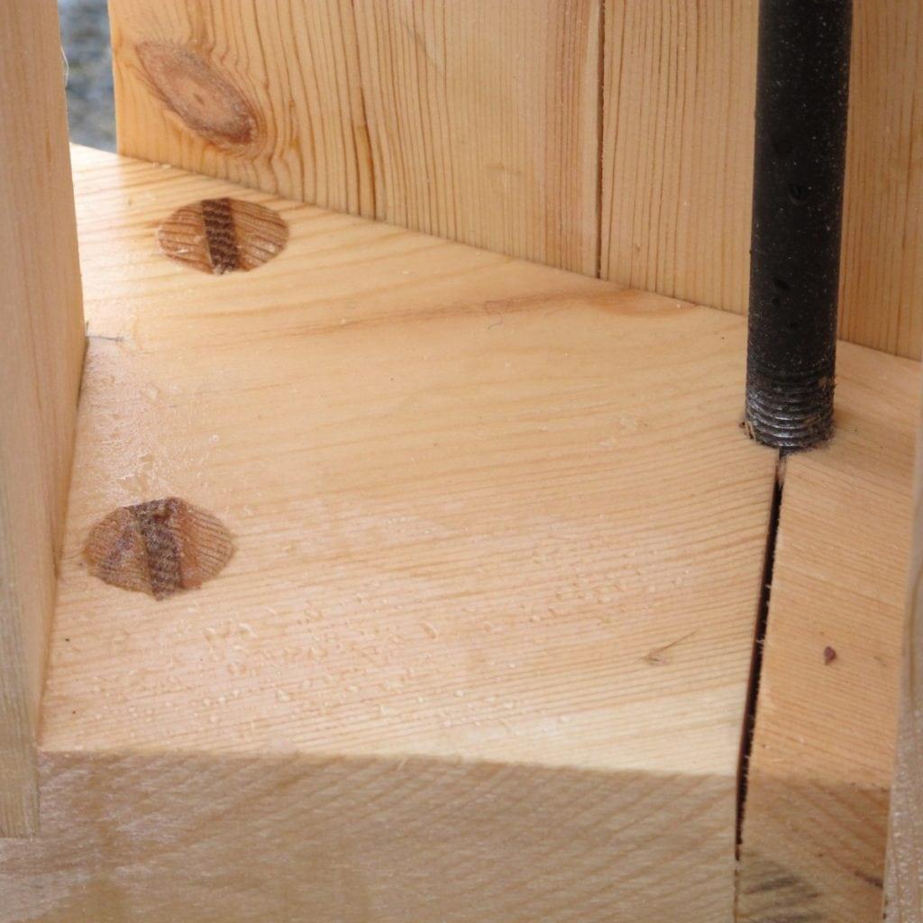 smiverksdetalj og treplugger med kil tradisjonelt overfallshjul